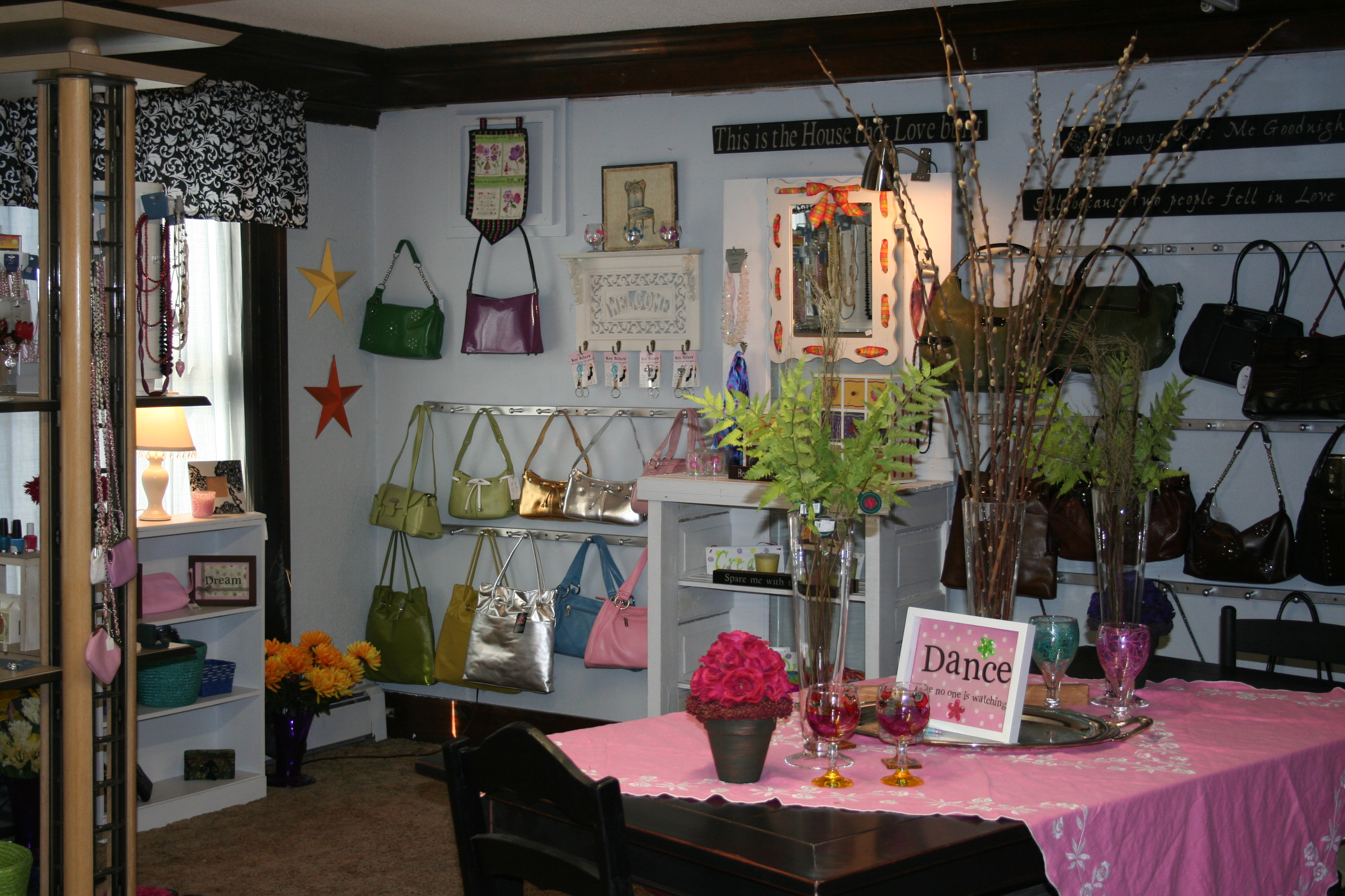 Backwoods gallery home decor so much more for Boutique decoration